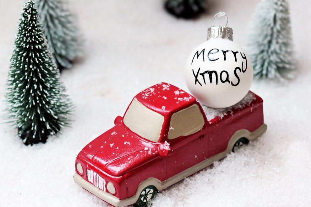 bil med julekule